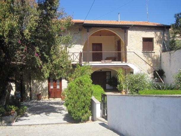 Dia's House, Arsos